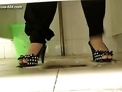 japanese damsels go to toilet.51