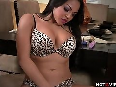 Real Curvy Asian�s Bellowing Climax