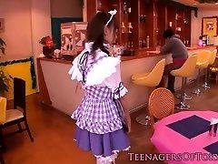 角色扮演日本的青少年blowbanging直到颜射