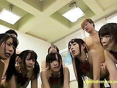 Shinosaki Mio和Atomi首里加上许多其他人