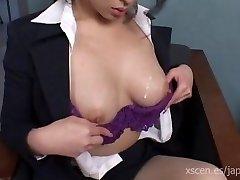 Chinami Sakai Japon Sekreter sıcak bir oral seks verir