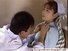 Asiatiske Sykepleier knullet av lege