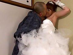 Akiho Yoshizawa i Bruden Knullet av sin Far i Loven en del 2.2