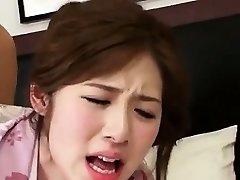 可爱性感的韩国女孩撞