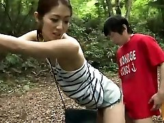 Asian amateur has outdoor intercourse