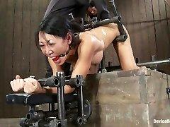 تيا لينغ - مثل مؤخرة صغيرة ، مثل آلة ضخمة الديك!