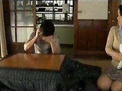 Poilu Frustré Mère Japonaise Veut Du Sexe