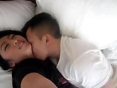 NC gao Hmoob enjoys to get wet pussy fingered