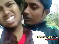 spicygirlcam - Desi Indisk Flicka Avsugning Hennes BF Utomhus