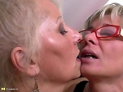 Perfect mature mothers at lezzie three way