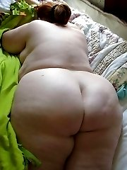 BBWs posing sleazy on cam in the nude