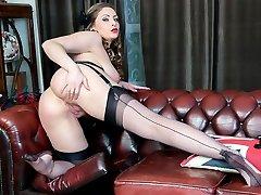 Natural xxl tits brunette Sophia Delane faps in nylon heels
