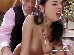 Slutty Maif Amanda Pomaga njen Šef se Sprostite
