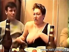 Cumming v usta Busty Swinger Sonja