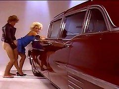 Blond bejba prekleto dobro za avto