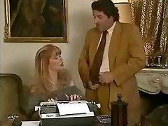 Σέξι γραμματέα Μπαμπέτ παίρνει fucked από τα αφεντικά της και την φίλη της