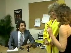 Chubby μελαχρινή γραμματέας πηδηχτεί με αλαζόνας Άραβα