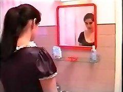 Fantazije bogate portugalski ženska na njeno pomočnico