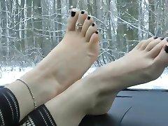 Pretty Fetish Feet Tease in the car(WheelSex)