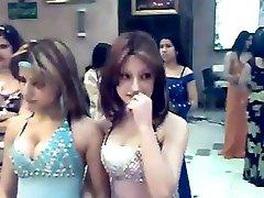 Söt jungfru i arabisk dans bar flickor: MÅSTE Titta på