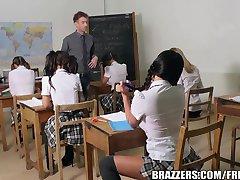 Brazzers - ungdom skolflickor gör det rätt