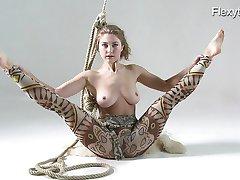 Anka a nudista megmutatja neki a tehetséget