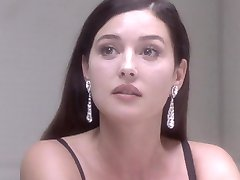 Monica Bellucci Nackt - Unter Verdacht