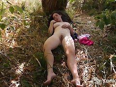 Busty Michelle Maszturbál A Természet