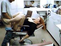 Friseur ruht auf meinem penis in den salon