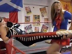 Heroine costume wrestling