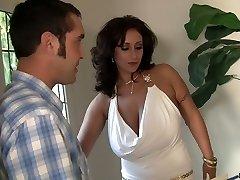 Gran boobed MILF Eva Notty beso negro a su hombre antes de hardcore de mierda