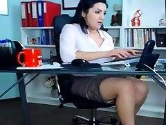 sexy milf spielt bei der arbeit