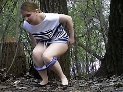 Russian girls piss in the wedding park 02