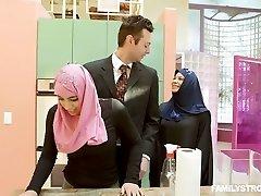 big breasted lascivos hijab ninfeta ella knox fica com buceta peluda fodida mish