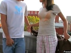 Διακαής νυμφομανής Dolly P παίρνει σφιχτό μουνί διάτρητοι στην οροφή