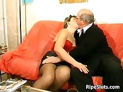 Crazy mature slut gets penetrated by two part4