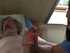 Lindo pequeñito enfermera da el abuelo de medicina sexual