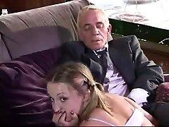 Adolescente chupar un hombre viejo