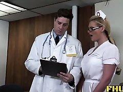 Μερικές φορές οι γιατροί θα πρέπει επίσης να εξετάσει τις νοσοκόμες. Phoenix Marie