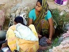 Indische Dorf Mädchen Ausspioniert Im Freien Versteckt