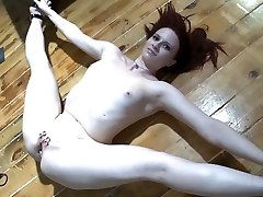 Flexible wild brunette stretches legs to pet her holes with toys for ejaculation