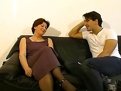 Mature lady gets a eyeing to