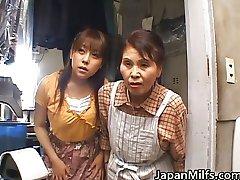 Geile japanische MILFS saugen und ficken