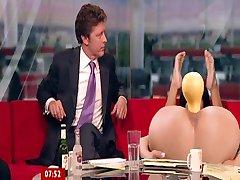 BBC - Susanna Reid demonstra brinquedos de sexo no ar