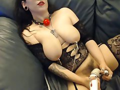 Meme kelepçe, kanca ve yapay penis vibe ile dövme kız büyük alır