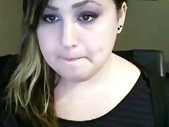 Procace paffuto teen lampeggiante le sue curve su webcam