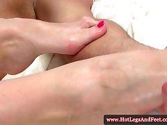 Kathia Nobili kiusasid tema jalad