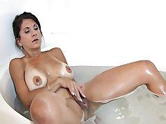 Tori Baker masturbation in the bathtub