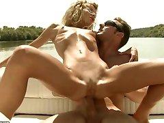 Skinny Ioana Anal no Barco