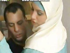 Kuum Araabia lits näitab oma keppida ja imevad oskusi